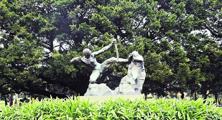 brazos-cruzados-frente-vandalismo_CLAIMA20140722_0271_14