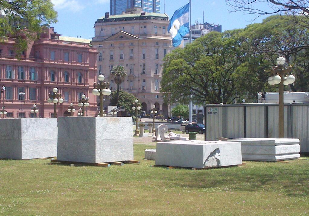 Monumento a Colon con bloque Roto